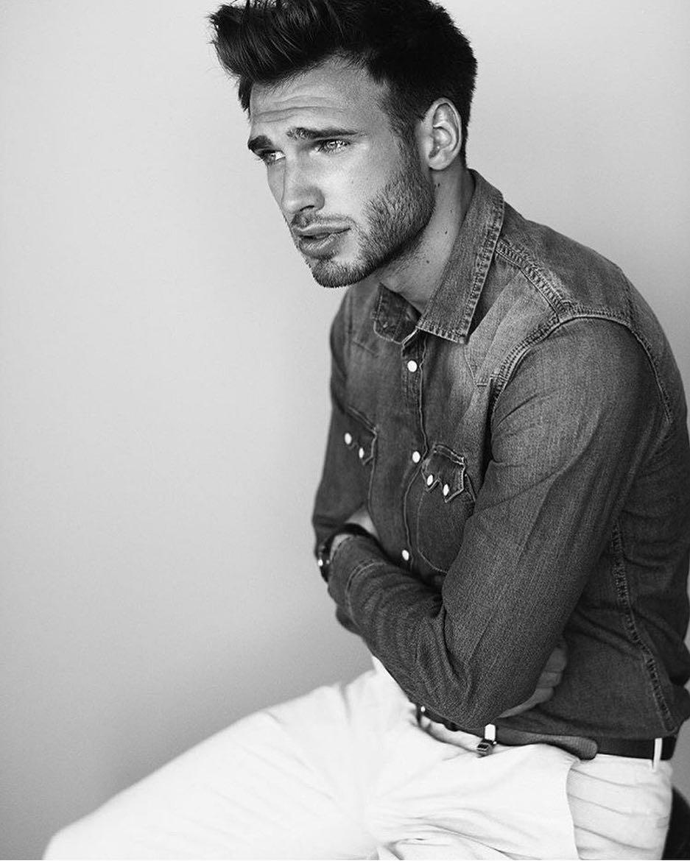 Model Adrian Wons