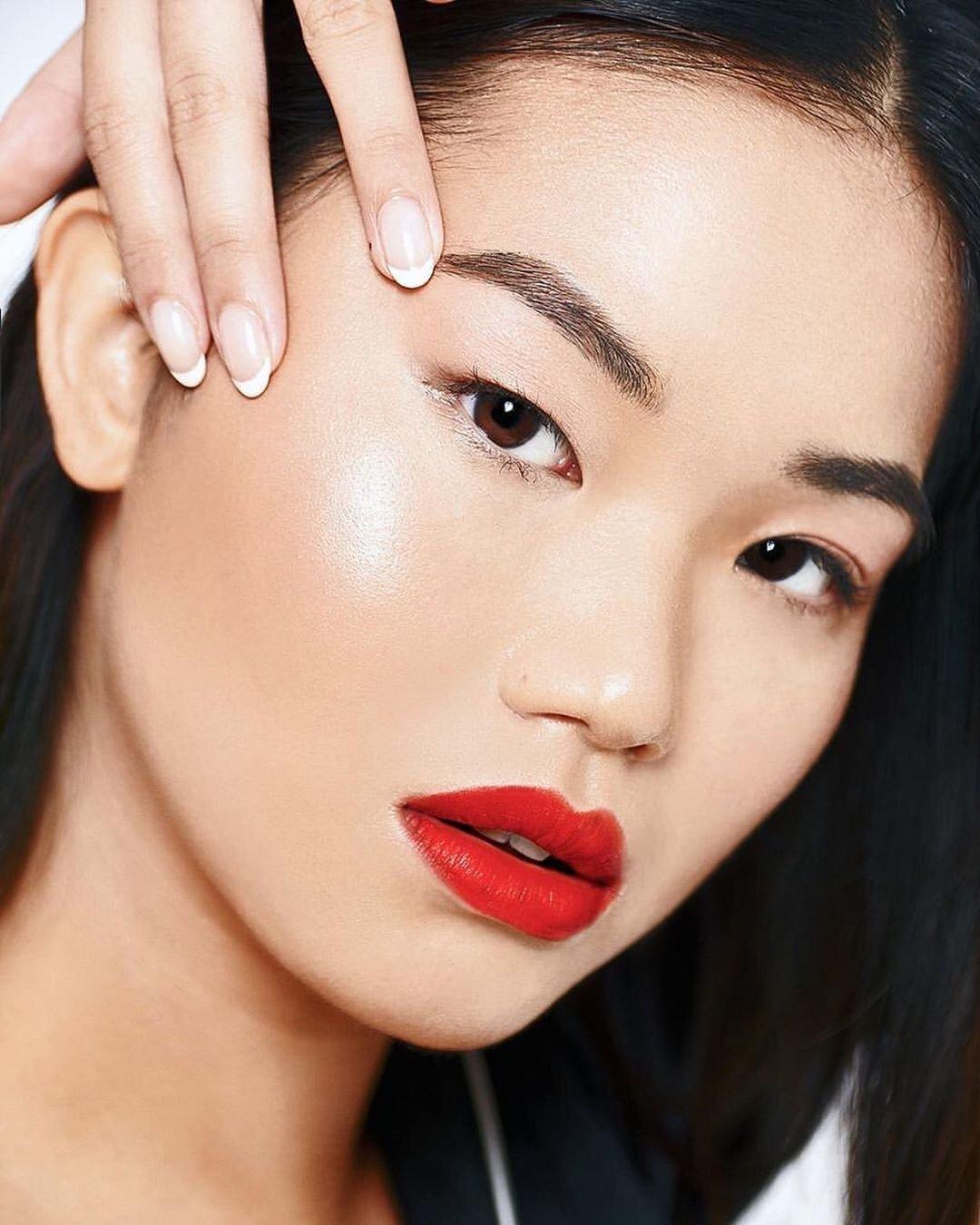 Model Kaily Lau